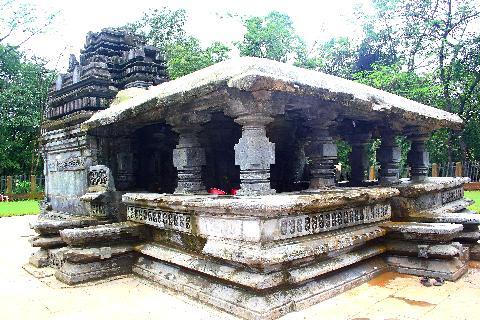 Mahadev Temple, Tambdi Surla